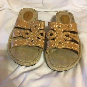 Woman's sandals 8 1/2 Wide NWOT